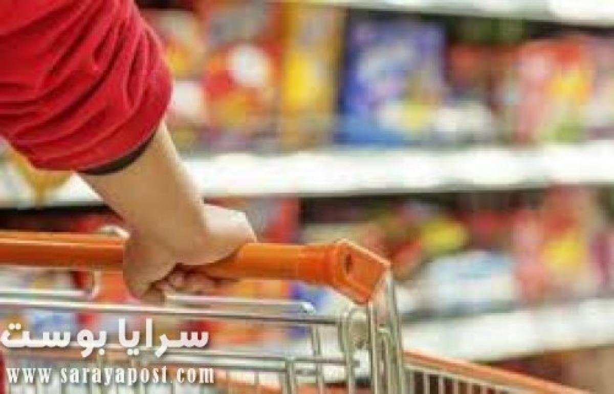 شاهد مصاب بكورونا في السعودية يتعمد البصق ونشر العدوى في المحال التجارية