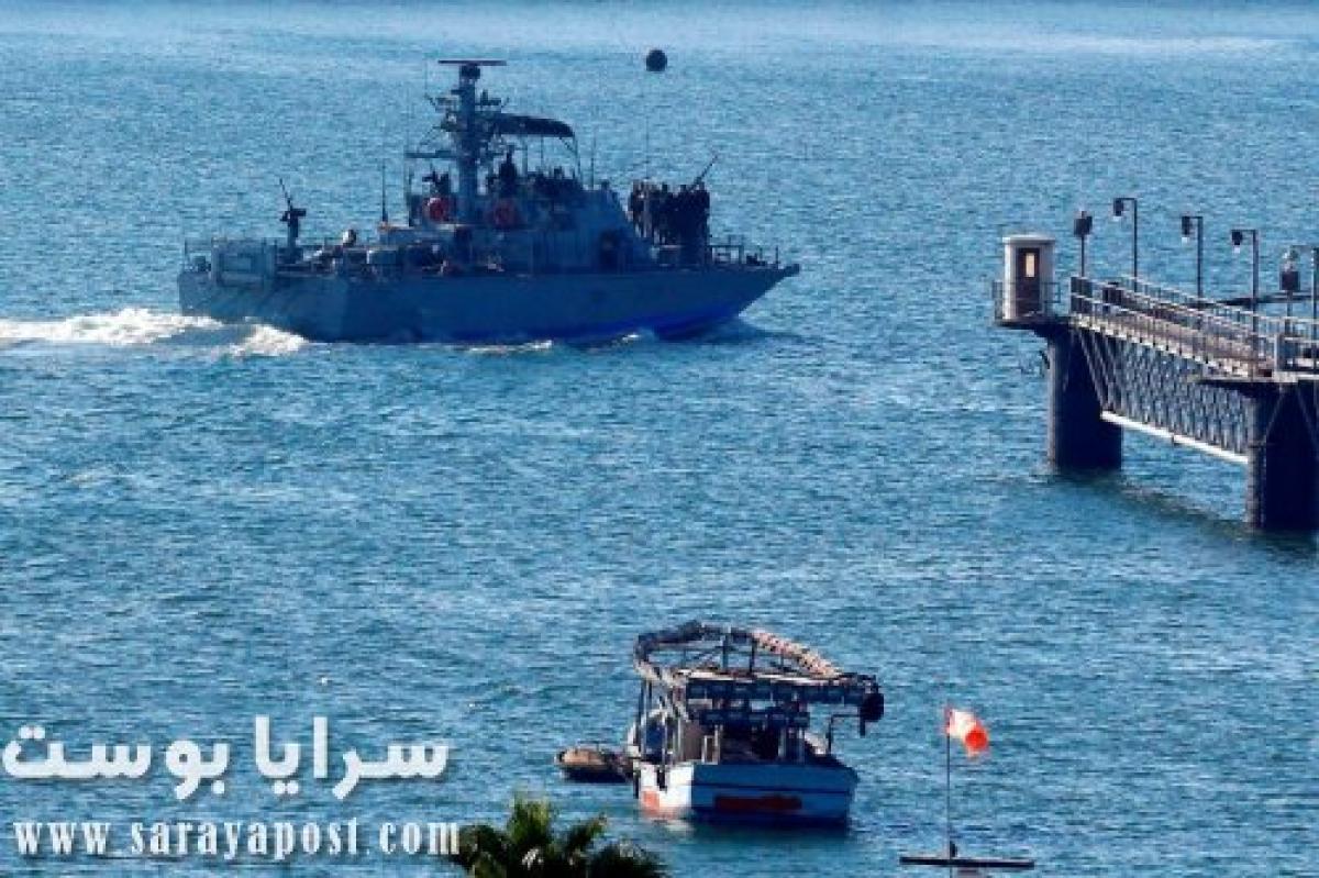 الزوارق الحربية الإسرائيلية تهاجم الصيادين في بحر غزة