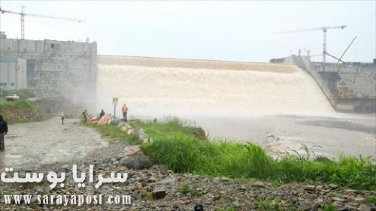 الإثيوبيون يغرقون الشوارع بالمياه احتفالا بنجاح الملء الأول لسد النهضة