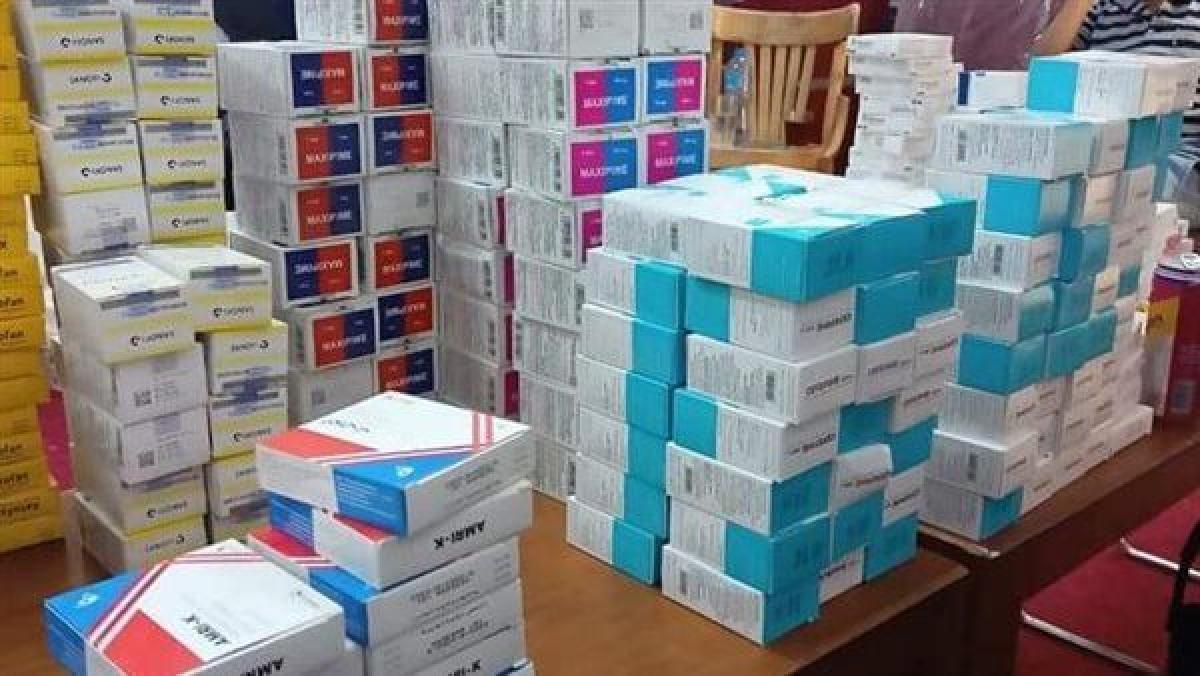 مصادرة 671 علبة أدوية غير مصرح بتواجدها داخل مركزين طبيين بقنا