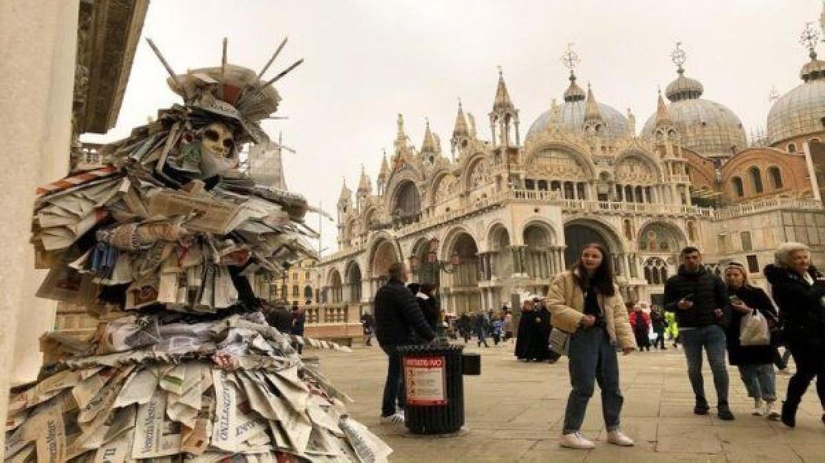 عمدة البندقية: إيطاليا بأسرها غارقة في الديون