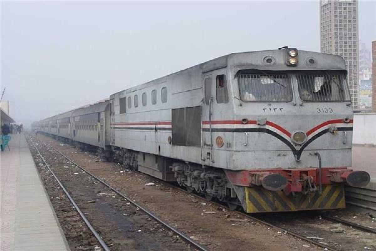 اخبار مصر / عودة حركة قطارات الصعيد لطبيعتها بعد توقفها في العياط  خاص