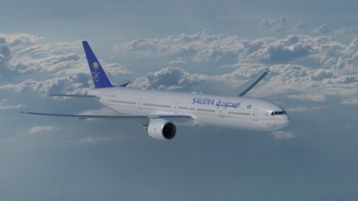 """"""" الخطوط السعودية """" بطاقة صعود الطائرة ترتبط بـ«توكلنا» في الرحلات ، وترد على شرط التلقيح لاستخدام الخطوط"""