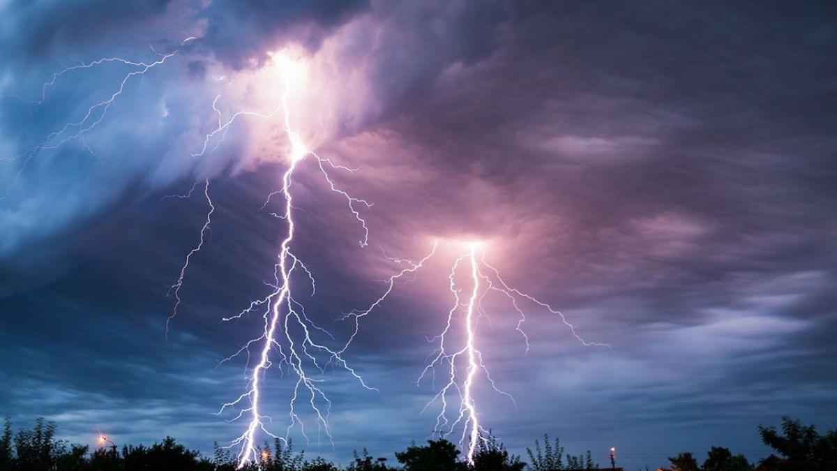 «الأرصاد» عن طقس الإثنين: أمطار رعدية على عدة مناطق