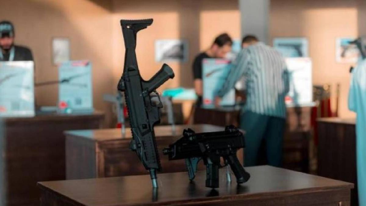 بدء بيع الأسلحة والذخيرة بمنصة نادي الصقور السعودي الإلكترونية