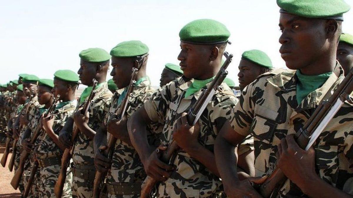 مقتل 16 عسكريًا وإصابة 10 آخرين في هجوم بوسط مالي