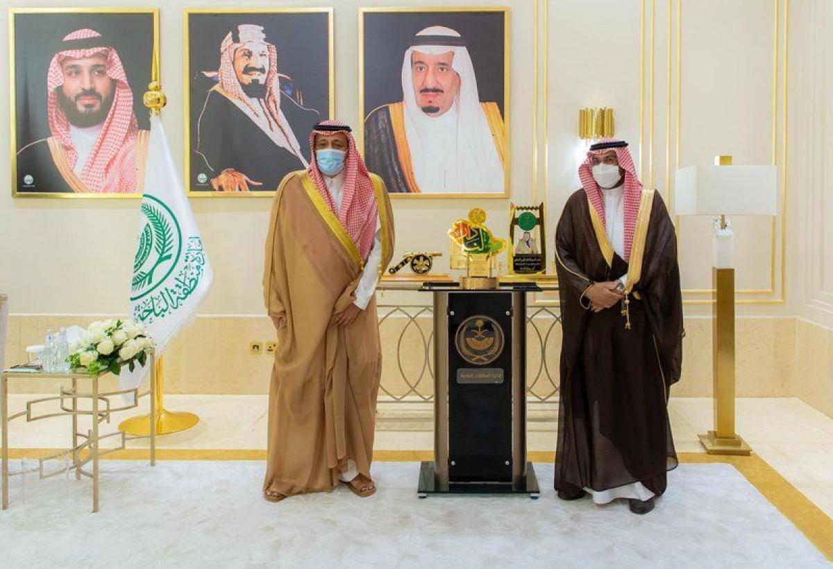 أمير الباحة يستقبل مدير التعليم وعددًا من القيادات والطلاب والطال