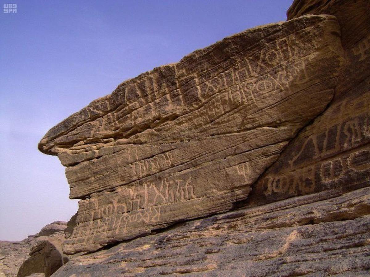 """أين توجد نقوش """"الملك يوسف"""" و""""الآبار السبعة"""".. مؤرخ سعودي يكشف الم"""