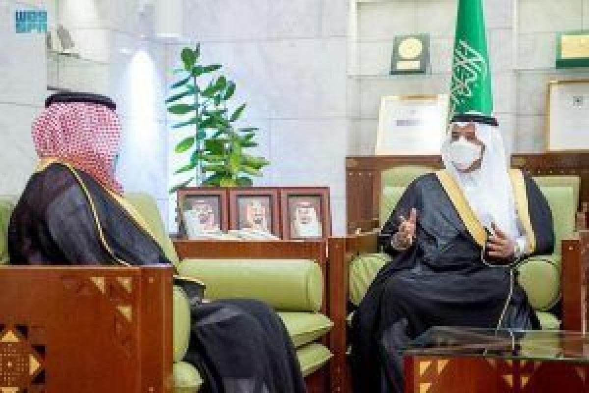 """أمير الرياض بالنيابة يستقبل محافظ """"عقارات الدولة"""" ويسلم عددًا من المواطنين وثائق """"إحكام"""" 12:13 صباحًا6 أكتوبر, 2021"""