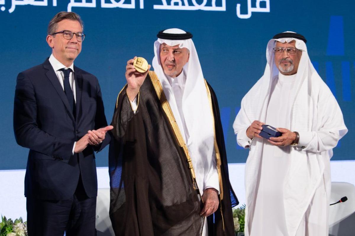 """وقع ديوان """"أبيات"""" في معرض الرياض للكتاب.. معهد العالم بباريس يكّرم الفيصل نظير إسهاماته الثقافية والفكرية أبرز المواد"""