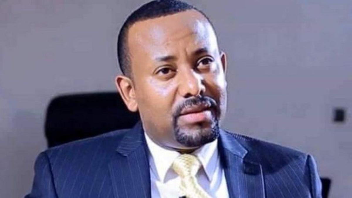 """عقب فوزه بالانتخابات.. """"آبي أحمد"""" يؤدي اليمين الدستورية رئيساً لو"""