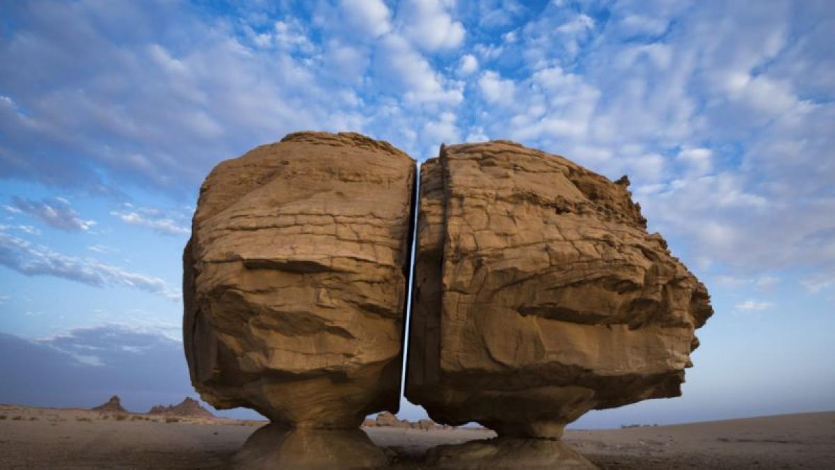 """هل زارت الكائنات الفضائية السعودية منذ آلاف السنين؟!.. صخرة """"النص"""