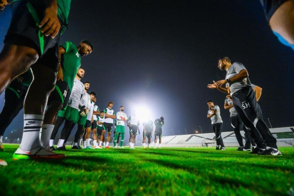 على ملعب الأمير محمد بن فهد .. الأخضر الأولمبي يكمل جاهزيته لمواج