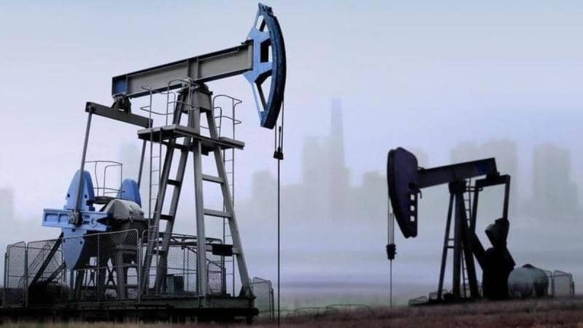 تعاملات الخميس.. أسعار النفط تتراجع وبرنت عند 81 دولارًا للبرميل