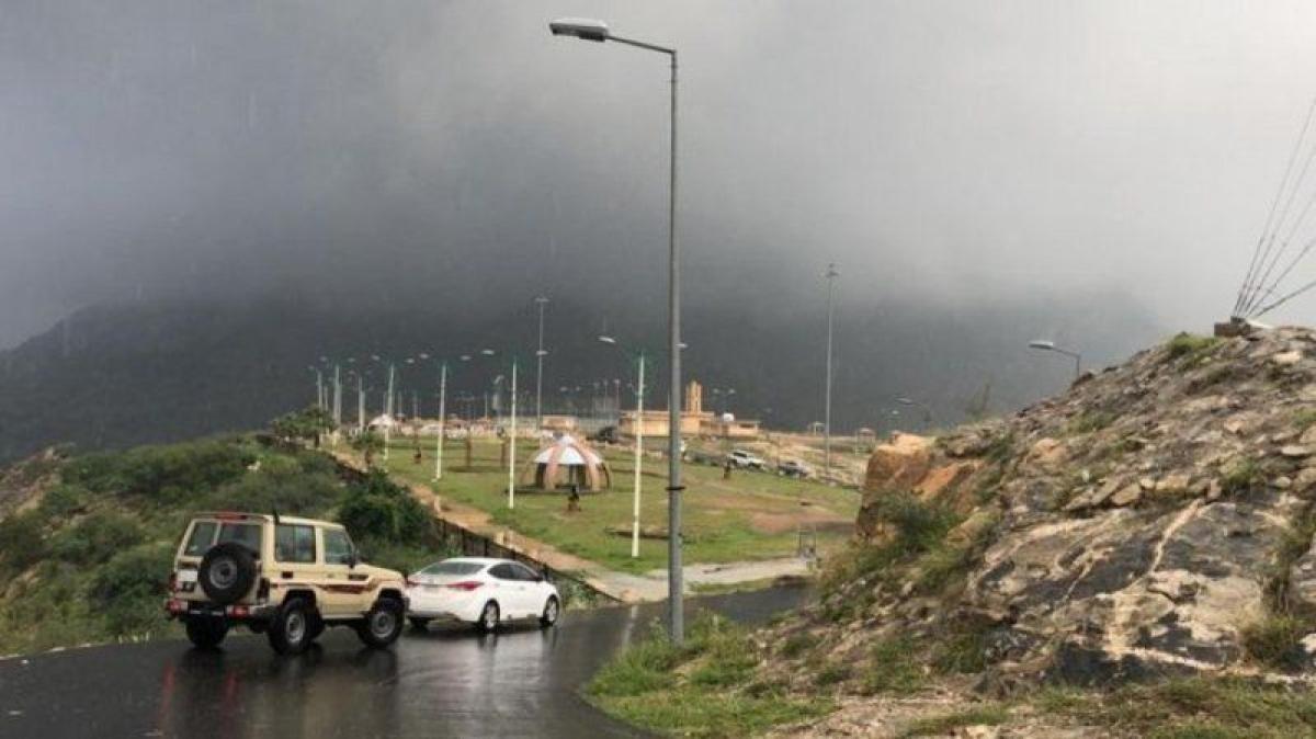 """""""الوطني للأرصاد"""" ينبه من أمطار غزيرة على عسير: حالة تتواصل حتى 7"""