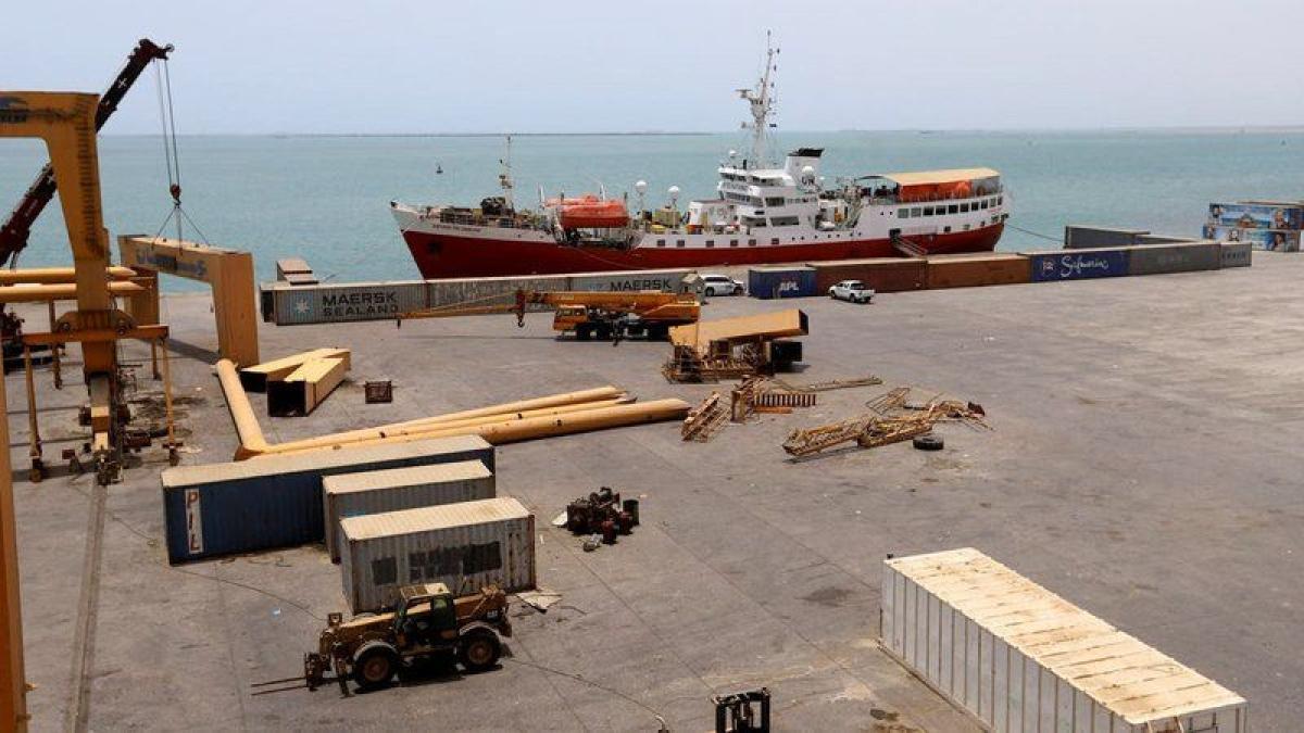 """""""الإرياني"""": تفخيخ الحوثيين الزوارق يهدِّد خطوط الملاحة الدولية"""