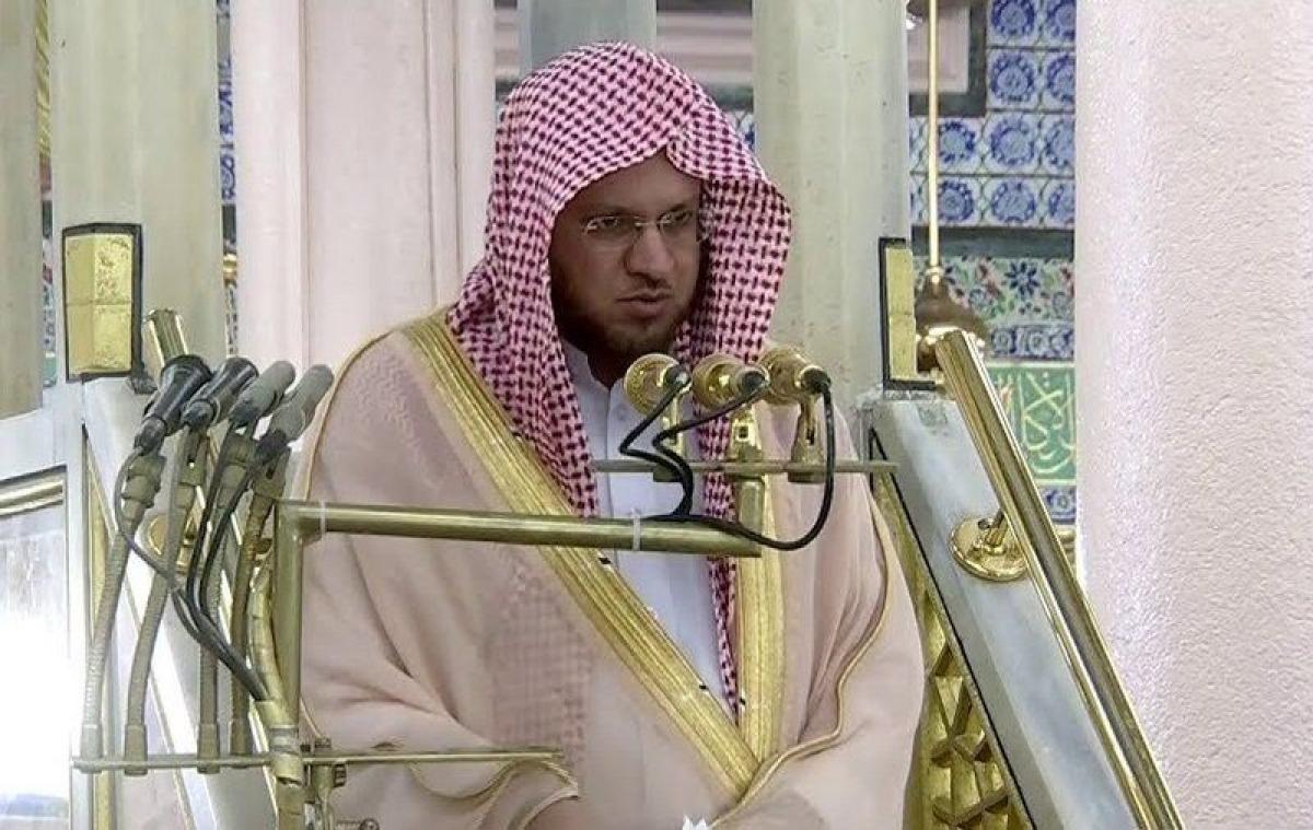إمام المسجد النبوي يسلط الضوء على أهمية الحمد والثناء على الله