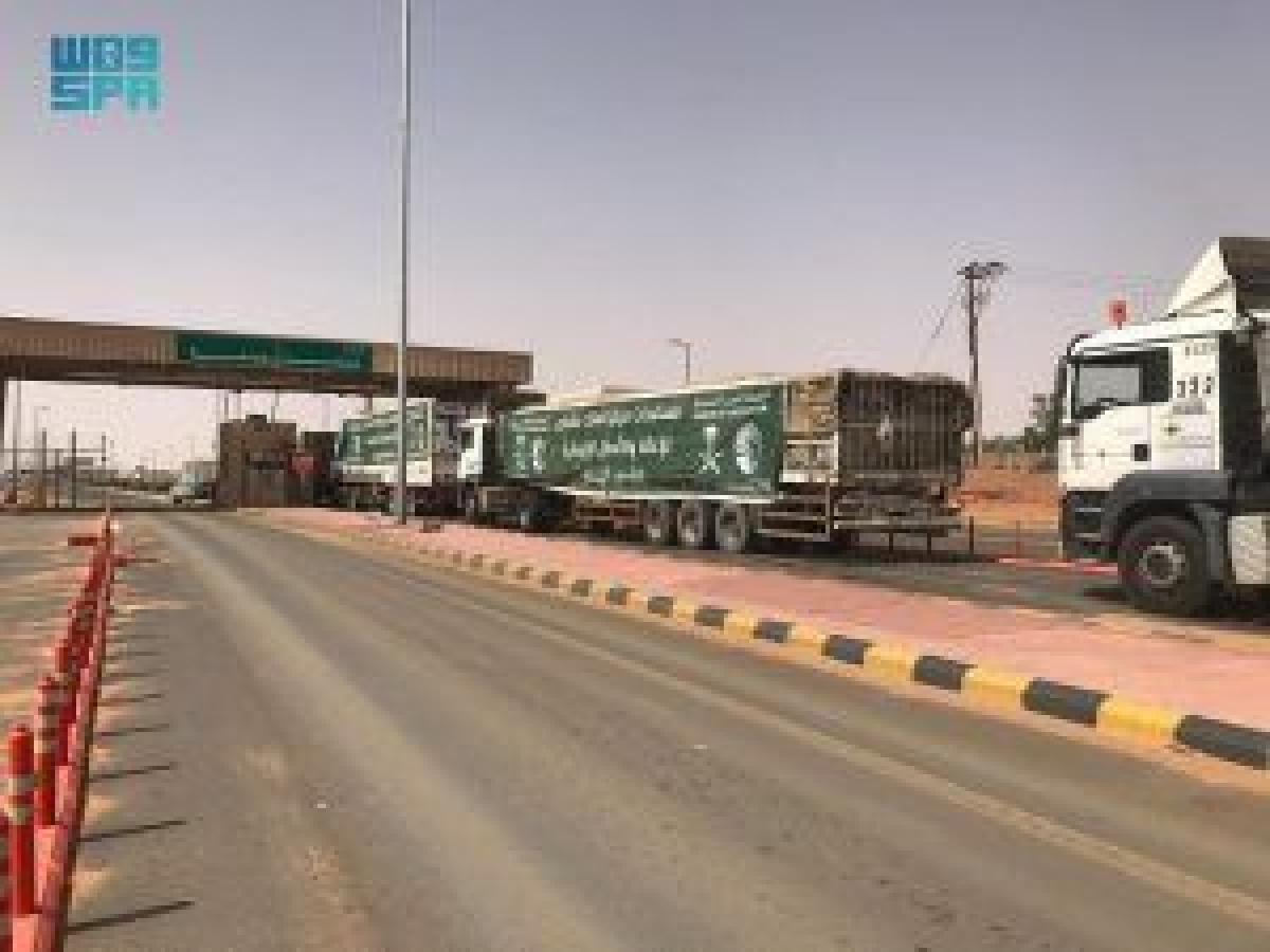 80 شاحنة مقدمة من مركز الملك سلمان للإغاثة تتوجه إلى عدة محافظات يمنية أبرز المواد