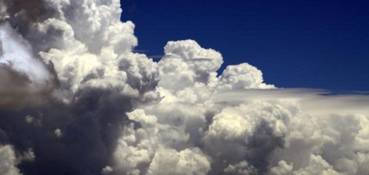 """""""الأرصاد"""": أمطار رعدية متوسطة إلى غزيرة تؤدي إلى جريان السيول على"""