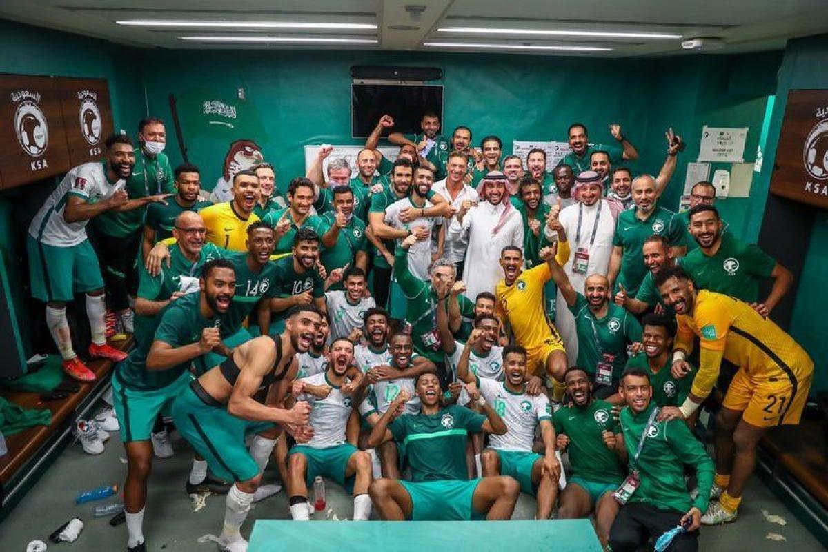 """وزير الرياضة """"الفيصل"""" يبارك للاعبي الأخضر الفوز على اليابان: ألف"""