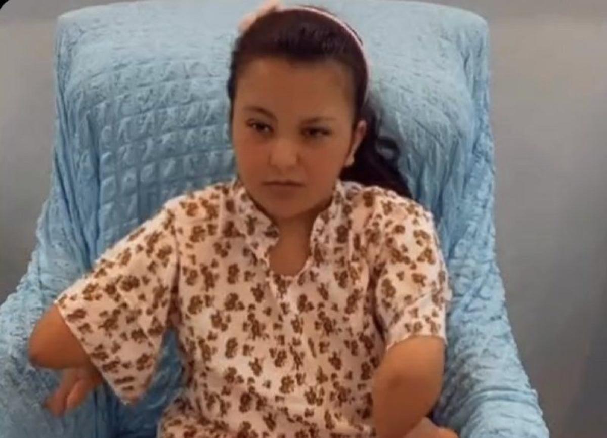 """شاهد.. كيف تفاعل """"آل الشيخ"""" بدعوته طفلة من ذوي الهمم لموسم الرياض"""